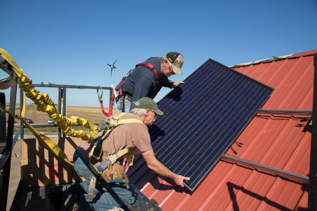Solar-powered barn built by volunteers and small donors on land directly in the path of the Keystone XL pipeline near Benedict, NE. (Photo: Mary Anne Andrei)